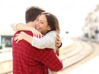 恋人は大学生のうちに作っておくべき? 社会人の3割がYESと回答「出会いがなくなる」