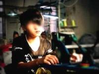 今回メディアに告発した15歳の少年。月550時間も働いているという