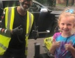 耳の不自由な配達員に感謝の気持ちを伝えたくて、手話を学んだ少女。2人の間に芽生えた友情物語(イギリス)