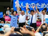 6月19日、東京・有楽町。集会に登壇する野党3党首とSEALDsの奥田愛基氏(写真:Rodrigo Reyes Marin/アフロ)