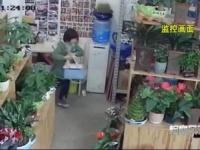 生花店で盗みを働く少女