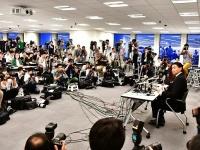 日本相撲協会に退職届を提出し臨んだ貴乃花親方の引退会見(写真:日刊スポーツ/アフロ)