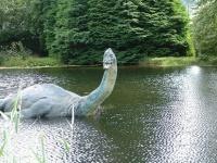 ネス湖畔のネッシー博物館にあるネッシーのイメージ銅像 画像は「Wikipedia」より引用