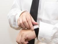 スマホを時計代わりはNG! 就活でつける腕時計の選び方マナー