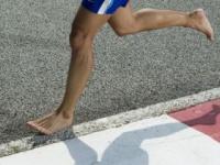 ランニングは「裸足」が一番!?(shutterstock.com)