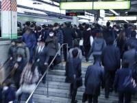 ラッシュ時はなにもできない! 通勤時間、有効に過ごせている社会人は15.8%