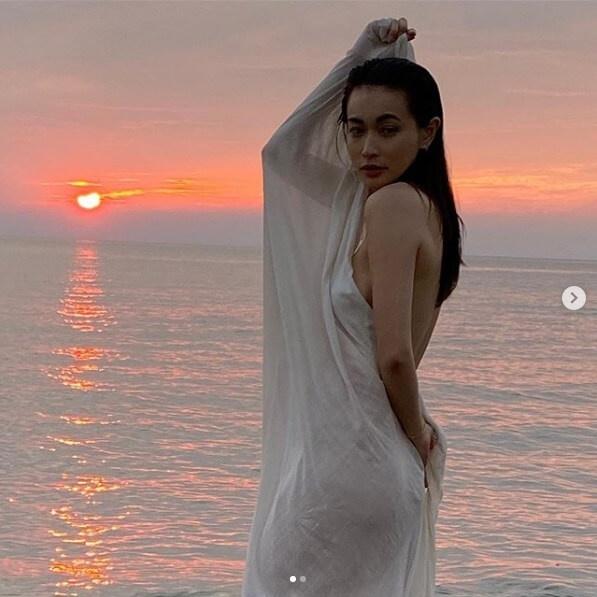 長谷川京子、透けて見えそうなシーツに包まれた全裸写真に騒然 | StartHome