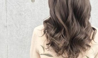 """マットな質感が◎ おすすめの""""赤みレスカラー""""で真冬に合う、柔らかヘアーに♡2018"""