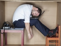 熟睡時間が短いと仕事に悪影響を及ぼす!?(shutterstock.com)