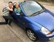 自分の車を売ってまで自分の夢を応援してくれた母親に、息子が12年後のサプライズ(イギリス)