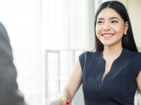 社会人女性が職場で言われるとうれしいほめ言葉Top5!