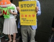 提訴のため東京地裁を訪れた日大の非常勤講師と弁護団(撮影=田中圭太郎)