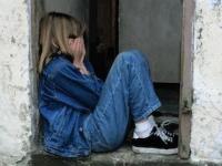子どもへの「性的虐待」が国に重い財政負担を強いている(depositphotos.com)
