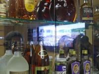 北朝鮮の食堂に並ぶ酒も日本ブランドが多い