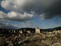 震災から2週間後の大船渡(「Getty Images」より)
