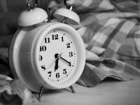次の日に疲れを残さない! 社会人が思う平日のベストな睡眠時間Top5
