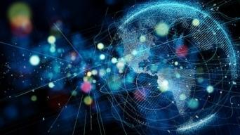 宇宙の形は巨大風船のように湾曲し、ループしているという新説が登場(英・伊共同研究)