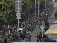 中国国防省前で行われた退役軍人による大規模な抗議活動(AP/アフロ)