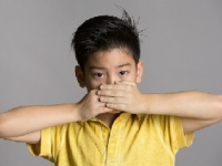家庭の悪臭でテスト成績が下がる(depositphotos.com)