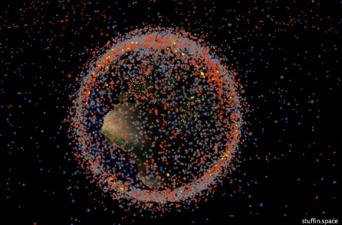 宇宙ごみ大作戦。パックマンのように追いかけ回収したら大気圏で燃え尽きるゴミ収集機を打ち上げテスト(ESA)