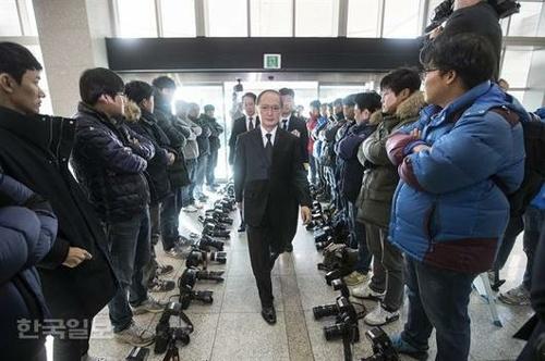 日韓軍事情報協定 非公開の署名式にボイコット