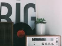 意外と「ラジオ離れ」はない? ラジオをよく聴くという大学生は23.4%も