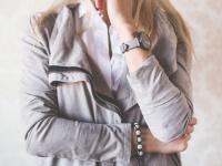 スマホがあれば十分? 大学へ腕時計をつけていく大学生は約◯割!
