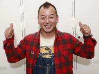 笑顔でポーズを決めるバイきんぐ西村瑞樹 撮影:飯酒盃 智明