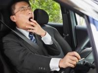 寝不足の人は眠気を自覚していなくても自動車事故のリスクが!(depositphotos.com)