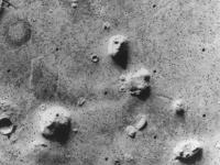 画像:バイキング1号の撮影した人面岩。「Wikipedia」より引用