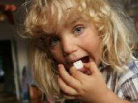 映画『シュガー・ブルース 家族で砂糖をやめたわけ』配給:T&Kテレフィルム、公式HP:www.sugar-blues.com (c)2014 GOLDEN DAWN