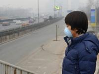 北京でマスクをする少年(「Thinkstock」より)