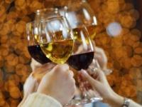 お酒は楽しく飲もう!(shutterstock.com)