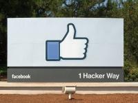 Facebook本社にあるいいねのマーク(「Wikipedia」より)