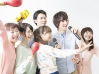 【2017年版】カラオケで男ウケのいい曲7選&モテる女の行動