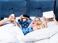 就寝前の電子機器の使用は、近視や肥満、睡眠障害の原因に(depositphotos.com)