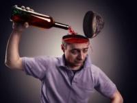 アルコールは脳も破壊する(shutterstock.com)