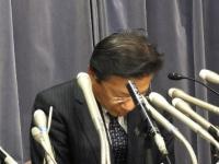燃費試験の不正行為について会見する三菱自動車工業・相川哲郎社長