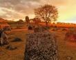 巨人伝説のあるジャール平原に点在する巨大石壺の謎に関する新たな手がかり(ラオス)