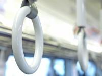 大学生がイラっ! 気になる電車内でのマナー違反ランキング! 3位ドア付近に居座る