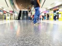電車・バス・地下鉄……海外旅行先の乗り物トラブルあるある!「切符がコイン型で戸惑う」「屋根に人が乗っている」
