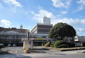 丸亀市役所外観(KishujiRapidさん撮影、Wikimedia Commons