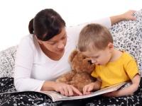 読み聞かせで、母親は「理性の脳」、子どもは「心の脳」が活発に(depositphotos.com)