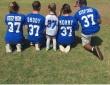 ツイッターに投稿されたサッカー少女の家族写真が物議を醸す