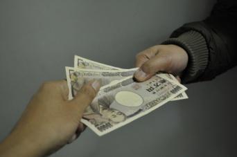 3万~5万円の小口融資はあくまでも名義人役者をつくるための布石
