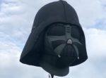 圧倒的存在感!! ダースベーダー卿の顔型気球が空を舞う。