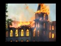 燃え盛るアルマカレッジ 画像は「Wikipedia」より引用