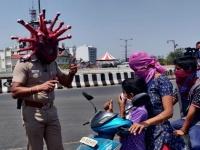 外出しているやつはいねがー?なまはげテイストで登場するコロナウイルスマスクをかぶった警察官(インド)