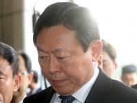 韓国大統領機密漏えい問題、検察出頭するロッテ重光昭夫会長(YONHAP NEWS/アフロ)