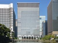 三井物産本社がある日本生命丸の内ガーデンタワー(「wikipedia」より)